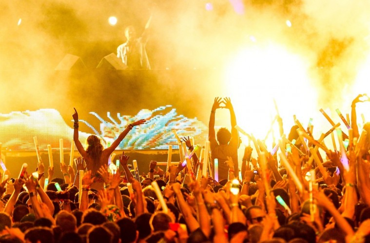 dash-berlin-greeted-by-people-hd-wallpaper-picture-ultra-music-fest-2013-wmc-miami3-759x500